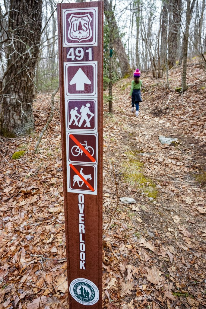 2015-03-15_panthertown-valley_overlook-trail-sign